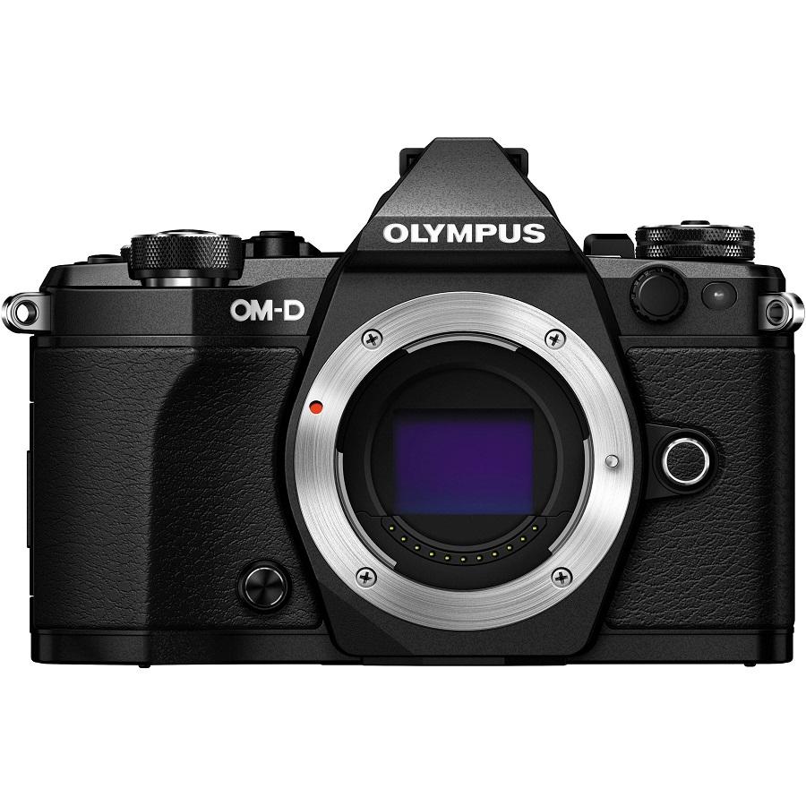 Фотоаппарат Olympus OM-D E-M5 Mark II Body Black со сменной оптикойФотоаппарат Olympus OM-D E-M5 Mark II. Лучший в мире стабилизатор изображения идеально подходит для съемки четких фотографий и видеороликов при недостаточном освещении и без штатива. Вперед, назад, вправо, влево...куда бы не двигалась камера, встроенный 5-осевой стабилизатор предотвратит появление размытий. Он даже позволит получать четкую картинку в видоискателе для точного кадрирования.<br><br>Уникальная технология OLYMPUS, позволяющая вам задать камере произвести серию снимков с небольшим смещением точки фокусировки, чтобы вы могли тонко управлять фокусировкой и получить великолепные макроснимки и крупные планы.<br><br>Новая функция синхронизации звука автоматически синхронизирует звук со встроенного микрофона камеры со звуком, записанным на диктофон OLYMPUS LS-100 для обеспечения идеального звучания всех ваших видеозаписей.<br><br>LCD-дисплей можно повернуть под любым углом, и вы сможете снимать невероятные видео. Управляйте микрофоном и таймером с дисплея или воспользуйтесь цифровым уровнем.<br><br>Чем выше разрешение, тем лучше отображаются мелкие детали. Поэтому камера E-M5 Mark II поддерживает разрешение снимков до 40 Мп. Сделайте 9 последовательных снимков и объедините их в один. Этот способ идеален для фотографирования предметов искусства, пейзажей и многого другого!<br><br>олный контроль над съемкой: управляйте камерой удаленно и без проводов с помощью смартфона. Благодаря поддержке Wi-Fi камерой E-M5 Mark II, вы можете выставить светосилу, скорость затвора и иные настройки без необходимости прикасаться к камере. Используйте приложение OLYMPUS Image Share для телефона и мгновенно загружайте фото в социальные сети.<br><br>Откройте для себя компактную систему объективов, которая подарит вам свободу: система OLYMPUS Микро 4/3, которая насчитывает более 40 объективов. Многие из них защищены от пыли, брызг и низких температур. Великолепное начало вашей художественной истории, от макро и широкоу