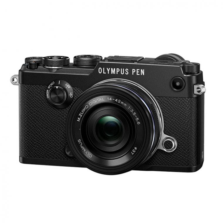 Фотоаппарат Olympus PEN-F Kit Pancake Zoom Kit с объективом 14-42 EZ Black со сменной оптикойКамера OlympusPEN-F - просто прекрасна. Это результат 80-летней истории камер и технических инновация. Высококачественные материалы в сочетании с ретро дизайном создают выдающуюся камеру. Первоклассный внешний вид поистине впечатляет! Удобство управления богатым функционалом было очень важно при создании камеры PEN-F. Отличная резкость и высокое разрешение, а также инновационные решения, такие как: 5-осевая стабилизация и 50 мп режим, помогут создать изображение исключительного качества.<br><br>Дизайн вне времени. Необычная текстура исполнения. С самого первого прикосновения OLYMPUS PEN-F создает особые ощущения, которые хочется запомнить навсегда. Совершенство дизайна OLYMPUS вдохновит вас на всю жизнь.<br><br>С новым колесиком регулировки фотоэффектов у вас появляется прямой доступ к 4 творческим функциям. Две из них никогда не были использованы ранее. С Monochrome Profile Control вы можете устанавливать четыре различных эффекта наподобие фильтра с монохромным эффектом, имитирующим классические фото-фильтры. Со шкалой градации вы сможете регулировать контраст фотографий прямо на экране камеры. И с опцией Colour Profile Control - менять насыщенность 12 различных цветов.<br><br>Благодаря 5-осевой стабилизации изображения вы можете снимать на длинной выдержке, легко создавая четкие кадры. За счет нового сенсора OLYMPUS, камера PEN-F обеспечивает высокое качество изображения. А 20 миллионов пикселей разрешения способны убедить каждого.<br><br>OLYMPUS PEN-F - первая камера в линейке PEN с электронным видоискателем.С видоискателем такие эффекты как: арт фильтры и монохром доступны до момента съемки кадра на любом этапе настройки. Следите за тем как на самом деле получится фотография и настраивайте изображение в режиме реального времени.<br><br>Встроенный Wi-Fi и приложение OLYMPUS Image Share позволяет вам управлять камерой удаленно, а также изменять настройки, передавать изобра