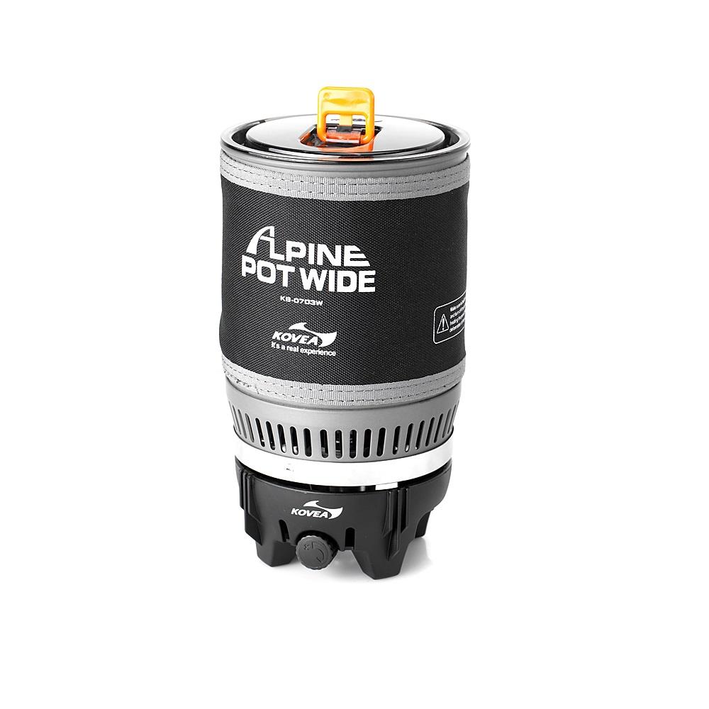 Система приготовления пищи Kovea KB-0703WU Alpine Pot WideГазовая горелка Kovea KB-0703W Alpne Pot Wide - интегрированная система для приготовления пищи в экстремальных условиях. Это аналог уже нашумевшей и известной во всем мире системы Jetboil PCS.<br><br>Такого количества плюсов не найдется ни в каком другом комплекте горелка + кастрюля. Основная идея заключается в специальном теплообменнике, который приварен ко дну кастрюли и в два раза более эффективно передает тепло от пламени. Благодаря этому 1 литр воды закипает через 3 минуты при вдвое меньшей мощности горелки.<br><br>Малая мощность газовой горелки делает ее работу стабильной в зимнее время, поскольку баллон меньше замерзает, и легче поддерживается мощность. А также вдвое уменьшается расход газа при том же времени кипячения воды.<br><br>Пламя не задувается ветром, т.к. находится внутри устройства. Теплопотери ничтожны. Прозрачная крышка позволяет контролировать момент закипания воды, а выдвигающийся за пределы кастрюли регулятор мощности дает возможность выключить горелку, даже если кипяток уже хлещет через край.<br><br>Систему можно держать в руках, даже когда в ней закипает вода. Неопреновый чехол позволяет брать ее голыми руками, хотя у системы очень удобные складные ручки, которые прочно приварены к корпусу кастрюли и позволяют аккуратно перелить кипяток в кружку. Горелка с газовым баллоном жестко крепится к кастрюле, что позволяет держать систему в руках даже во время ходьбы или подвесить в машине, на скале, в палатке или на яхте. И готовить, не останавливаясь на привал.<br><br>По окончании приготовления пищи все части системы компактно складываются в собственную кастрюлю, предоставляя для упаковки единый, не разваливающийся и не гремящий, предмет. Система может применяться абсолютно везде и всегда… И зимой, и летом она пригодится альпинистам и туристам, рыбакам и охотникам, яхтсменам и водникам, в машине, на даче и просто для отдыха на природе с семьей. Везде вы получите кружку горячего чая или кофе в