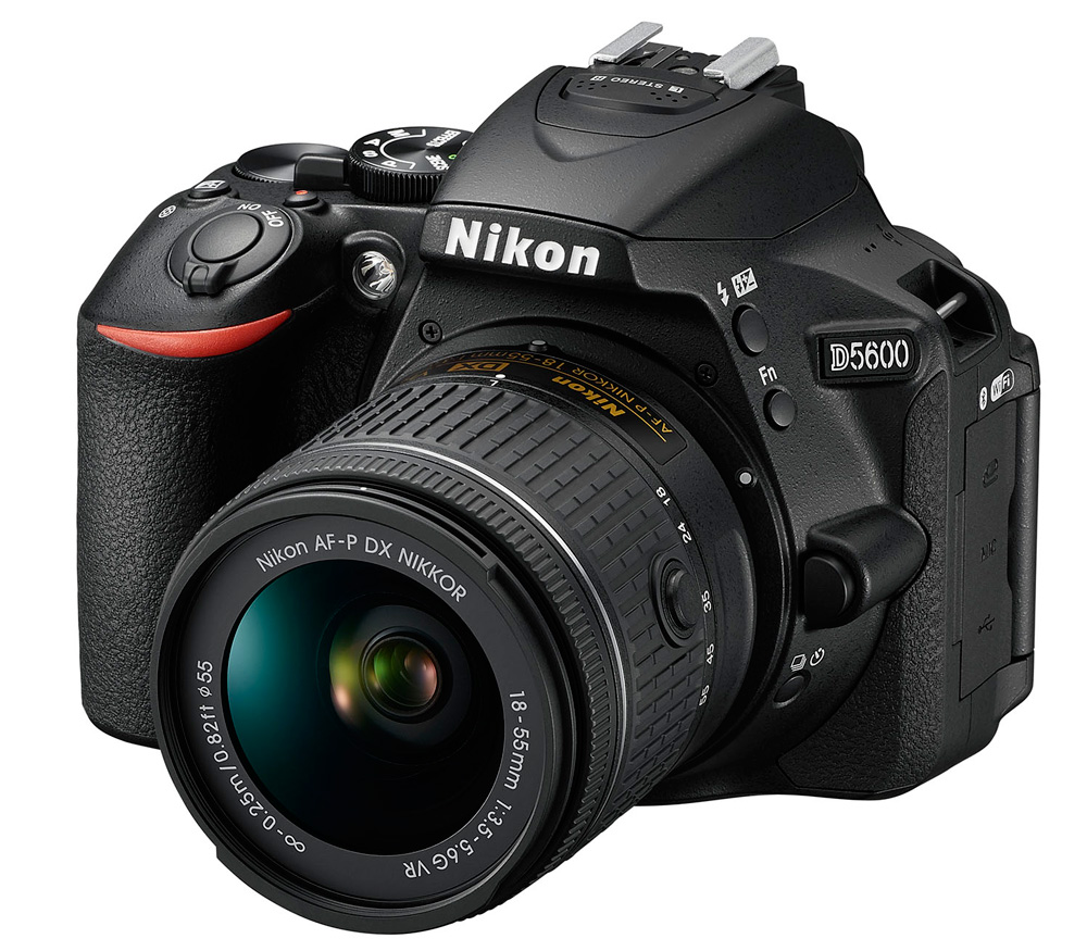 Фотоаппарат Nikon D5600 Kit 18-55 AF-P DX G VR зеркальныйСледуйте за своим вдохновением, вооружившись фотокамерой D5600 с постоянным подключением. Неожиданный миг красоты. Эффектный видеоролик цейтраферной съемки. Возможно, вас заворожила волшебная игра теней в яркий солнечный день или вам удалось снять видеоролик с необычного ракурса — мало что может сравниться с тем удивительным трепетом, который охватывает в процессе творчества. Благодаря передовым технологиям обработки изображений от компании Nikon фотокамера D5600 способна творить настоящие чудеса. Она поможет вам реализовать самые смелые идеи. Широкий выбор легендарных объективов NIKKOR означает, что у вас всегда найдутся средства для воплощения любых творческих замыслов. А приложение Nikon SnapBridge? позволяет синхронизировать изображения с интеллектуальным устройством по мере съемки или при желании легко передавать видеоролики.<br><br>Если вы принадлежите к числу фотографов, которые видят то, что недоступно другим, то качество изображения имеет для вас решающее значение. Фотокамера D5600, оснащенная большой матрицей формата DX с разрешением 24,2 млн пикселей, может четко воспроизводить тончайшие текстуры и создавать изображения с потрясающей детализацией. Ваши друзья и подписчики в социальных сетях увидят на каждом снимке именно то, что вы хотели показать. Диапазон чувствительности 100–25 600 единиц ISO и расширенная до 6400 единиц ISO чувствительность в режиме «Ночной пейзаж» позволяет с легкостью получать отличные результаты при недостаточной освещенности и сложных условиях освещения. Система обработки изображений EXPEED 4 обеспечивает превосходное понижение шума даже при высоких значениях чувствительности ISO. А благодаря широкому выбору сменных объективов NIKKOR вы сможете с легкостью создавать изображения с эффектно размытым фоном и богатыми тональными оттенками.<br><br>Подключитесь и в считанные секунды делитесь восхитительными изображениями, снятыми цифровой зеркальной фотокамерой. Революционное прил