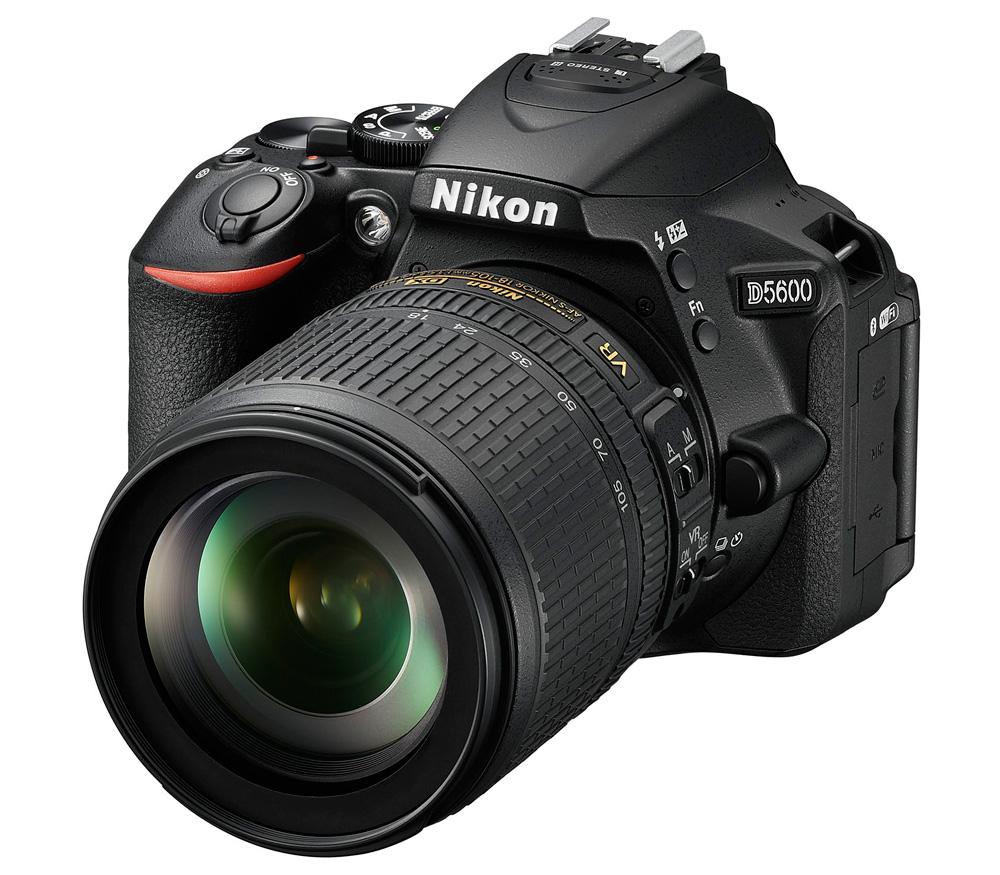 Фотоаппарат Nikon D5600 Kit 18-105 AF-S VR зеркальныйСледуйте за своим вдохновением, вооружившись фотокамерой D5600 с постоянным подключением. Неожиданный миг красоты. Эффектный видеоролик цейтраферной съемки. Возможно, вас заворожила волшебная игра теней в яркий солнечный день или вам удалось снять видеоролик с необычного ракурса — мало что может сравниться с тем удивительным трепетом, который охватывает в процессе творчества. Благодаря передовым технологиям обработки изображений от компании Nikon фотокамера D5600 способна творить настоящие чудеса. Она поможет вам реализовать самые смелые идеи. Широкий выбор легендарных объективов NIKKOR означает, что у вас всегда найдутся средства для воплощения любых творческих замыслов. А приложение Nikon SnapBridge? позволяет синхронизировать изображения с интеллектуальным устройством по мере съемки или при желании легко передавать видеоролики.<br><br>Если вы принадлежите к числу фотографов, которые видят то, что недоступно другим, то качество изображения имеет для вас решающее значение. Фотокамера D5600, оснащенная большой матрицей формата DX с разрешением 24,2 млн пикселей, может четко воспроизводить тончайшие текстуры и создавать изображения с потрясающей детализацией. Ваши друзья и подписчики в социальных сетях увидят на каждом снимке именно то, что вы хотели показать. Диапазон чувствительности 100–25 600 единиц ISO и расширенная до 6400 единиц ISO чувствительность в режиме «Ночной пейзаж» позволяет с легкостью получать отличные результаты при недостаточной освещенности и сложных условиях освещения. Система обработки изображений EXPEED 4 обеспечивает превосходное понижение шума даже при высоких значениях чувствительности ISO. А благодаря широкому выбору сменных объективов NIKKOR вы сможете с легкостью создавать изображения с эффектно размытым фоном и богатыми тональными оттенками.<br><br>Подключитесь и в считанные секунды делитесь восхитительными изображениями, снятыми цифровой зеркальной фотокамерой. Революционное приложен