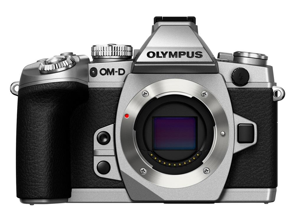 Фотоаппарат Olympus OM-D E-M1 Body Black/Silver со сменной оптикойКамера Е-М1 дарит вам свободу творчества — снимайте все, что только пожелаете, в безупречном качестве! Новая Е-М1 — самая продвинутая системная камера в мире. Эта модель создана по стандарту Микро 4/3 и оснащена самыми современными техническими решениями, а именно: улучшенным сенсором Live MOS и графическим процессором TruePic VII, совершенно новым и еще более быстрым автофокусом DUAL FAST AF, а также расширенными возможностями управления по Wi-Fi со смартфона. Все эти решения позволяют достигнуть непревзойденного качества изображения и поднимают камеры серии OM-D на совершенно новый уровень! Эти уникальные технические новинки заключены в великолепный компактный корпус, чья невесомость вас приятно удивит! Если подумать, новая Е-М1 превосходит зеркальные камеры как по компактности, так и по качеству снимков!<br><br>Вес кг: 0.70000000