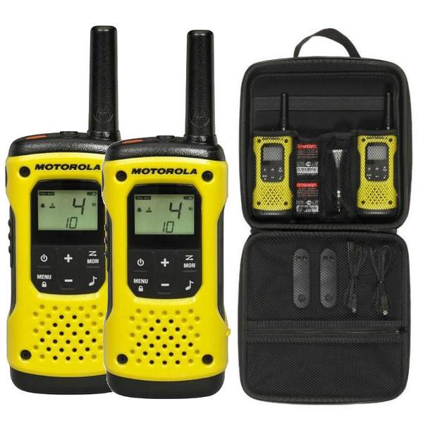Радиостанция Motorola TLKR-T92 H2O IP-67 в кейсеРадиостанция Motorola TLKR T92 H2O выполнена в ярком современном дизайне. Данная станция соответствует стандарту защищенности IP67. При попадании в воду рация плавает дисплеем вверх, что облегчает ее поиск. Рация motorola tlkr t92 обладает встроенным фонариком, который имеет 2 режима подсветки: красный и ярко белый свет. При контакте с водой фонарик активируется автоматически. Немаловажной особенностью рации motorola t92 h2o является наличие клипсы на ремень со встроенным свистком, который поможет привлечь внимание группы. На верхней части станции tlkr t92 h2o находится аварийная кнопка, с помощью который Вы сможете передать сигнал о помощи. Радиостанция Motorola TLKR T92 H2O подходит для использования во время путешествия, активных спортивных мероприятий, охоты, рыбалки.<br><br>Вес кг: 1.00000000