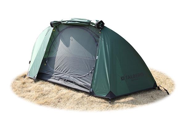 Палатка Talberg Burton 1 AluЛегкая двухслойная одноместная палатка для велосипедных и пеших походов. Туристическая линия Talberg. Палатки Talberg Туристической линии были специально разработаны для походов в весеннее, летнее и осеннее время. В палатках этой серии используются материалы и конструкции, которые позволяют комфортно провести теплую летнюю ночь или переждать серьезную непогоду с сильным ветром и осадками.<br><br><br>Оптимальная комбинация материалов по соотношению вес-прочность-надежность.<br><br>Использование полиэстера позволяет сделать тент палатки прочным, легким, непроницаемым для ветра и не впитывающим влагу.<br><br>Высококачественная дуга из алюминия<br><br>Два входа обеспечивают превосходную вентиляцию и комфортный сон в теплое время года.<br><br>Палатка оборудована высококачественной противомоскитной сеткой, способной защитить даже от самой мелкой мошки.<br><br>Все швы палатки проклеены специальной термоусадочной лентой, которая надежно защищает палатку от протеканий.<br><br>Внутри палатки предусмотрены карманы для мелочей и полка под потолком для фонарика или каких-либо вещей.<br><br>Ремнабор в комплекте.<br><br>Вес кг: 1.80000000