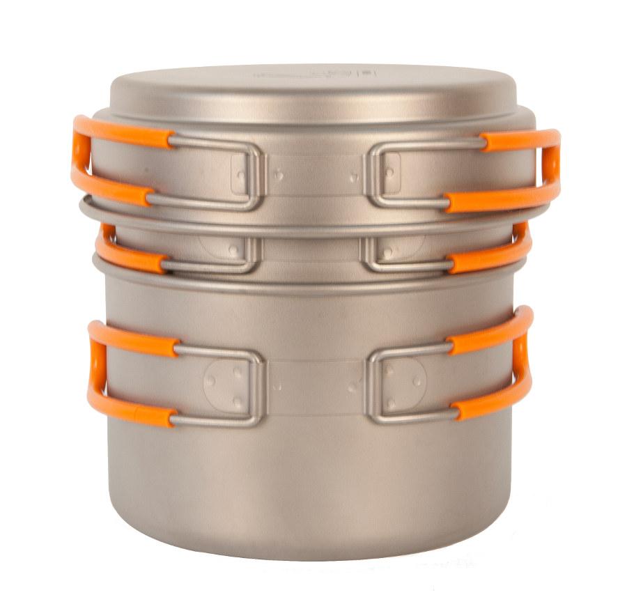 Набор Посуды NZ TS-014 титановый 0.8л и 1.2лЛегкий набор посуды из титана NZ TS-014. Экологичность, минимальный вес и высокая прочность материала. Складные ручки покрыты огнеупорным силиконом. Совместимость по размеру со многими наборами посуды. Яркий и удобный чехол на затяжке.<br><br>Вес кг: 0.40000000