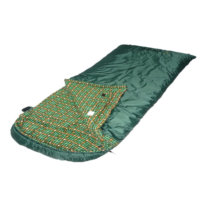 Спальный мешок Talberg SeebuckБольшой супертеплый зимний спальник-одеяло с фланелевой подкладкой и капюшоном. Рассчитан на экстремальную температуру до -25°С. Из-за своих размеров и огромного количества утеплителя имеет большой вес и внушительные габариты в свернутом виде.<br><br><br>Два слоя современного синтетического утеплителя Holl Soft Silicon позволяют заночевать при температуре до минус 25°С.<br><br>Внешняя ткань из полиэстера RipStop с полиуретановой пропиткой (PU) 3000 мм водяного столба предохраняет спальный мешок от влаги и повреждений.<br><br>Внутренняя подкладка из приятной на ощупь фланели делает сон максимально комфортным.<br><br>Удобный капюшон-подголовник со стяжкой надежно защищает голову от холода.<br><br>Регулируемый тепловой воротник предотвращает попадание холодного воздуха внутрь спального мешка.<br><br>Тепловой валик защищает от проникновения холодного воздуха в спальный мешок через застежку-молнию.<br><br>Плотная стропа вдоль молнии предотвращает закусывание ткани при застегивании и расстегивании спального мешка.<br><br>Внутренний карман спального мешка сохранит документы и другие мелкие вещи от утери.<br><br>Спальные мешки с левосторонней (L) и правосторонней (R) молнией состегиваются между собой.<br><br>Нижние петли для просушки помогают проветрить спальный мешок после использования.<br><br>Компрессионный чехол позволяет наиболее компактно свернуть спальный мешок для транспортировки и хранения.<br><br>Вес кг: 4.30000000