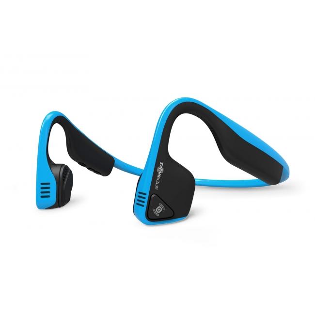 Наушники костной проводимости AfterShokz Trekz TitaniumБеспроводные наушники с костной проводимостью звука AfterShokz Trekz Titanium.<br><br>Наушники с технологией костной проводимости звука обеспечивают полную безопасность пользователя, так как при их ношении уши остаются открытыми и человек может слышать все окружающие звуки. Это самые безопасные и комфортные наушники со звуком премиум качества. Всегда и везде оставайтесь на связи и слушайте вашу любимую музыку с наушниками AfterShokz Trekz Titanium.<br><br>Компания AfterShokz на протяжении нескольких лет специализируется в области разработки и проектирования наушников с костной проводимостью звука. Ее запатентованная технология пользуется большой популярностью среди пользователей. Компания отлично знает все преимущества и все проблемы в этой области. И сегодня компания AfterShokz уверено говорит о том, что наушники AfterShokz Trekz Titanium воспроизводят мощное, динамичное стерео звучание без традиционных ограничений, плюс обеспечивают вашу безопасность и полный комфорт.<br><br>Технология костной проводимости не является новым изобретением, однако в новых наушниках AfterShokz Trekz Titanium данная технология доведена до совершенства. Разработчики Trekz Titanium улучшили концепт беспроводных наушников с костной проводимостью звука, соединив его со своими фирменными аудио технологиями, в результате чего на свет появились новые, ультра-современные беспроводные наушники для спорта Trekz Titanium.<br><br>Благодаря запатентованной конструкции OpenFit ™, при использовании наушников ваши уши остаются открытыми и вы слышите, что происходит вокруг вас. Это означает, что вы находитесь в полной безопасности, так как наушники AfterShokz Trekz Titanium не отрывают вас от внешнего мира. При этом наушники очень удобные и обеспечивают отличное качество звука.<br><br>Наушники оснащены двумя шумоподавляющими микрофонами, которые устраняют окружающий шум и повышают качество разговора.<br><br>Корпус наушников Trekz Titanium выполнен 