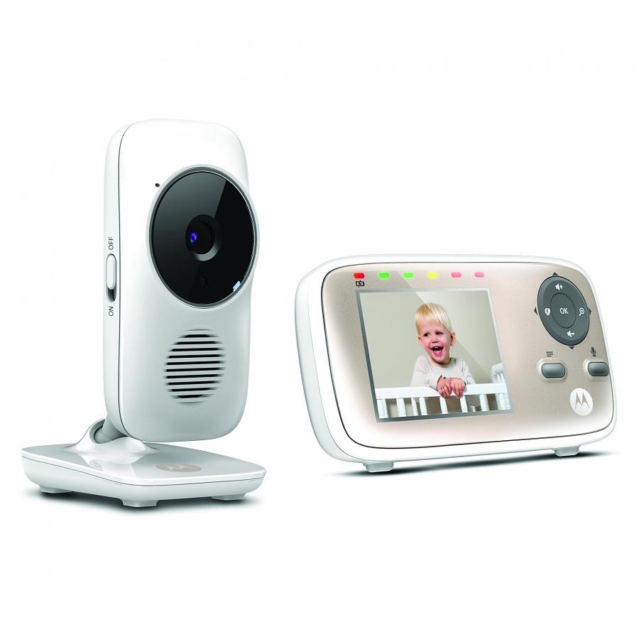 Видеоняня Motorola MBP667 Connect Wi-FiБеспроводная видеоняня Motorola MBP667 Connect – это новая бюджетная модель Wi-Fi видеоняни от мирового лидера – компании Motorola MBP667, несмотря на свою привлекательную стоимость, имеет функционал IP-видеоняни, аналогичный более дорогим моделям – Motorola MBP853 и MBP854: она позволяет удаленно просматривать потоковое видео с разрешением HD 720p, хранить и просматривать видеозаписи, получать уведомления и фотографии при срабатывании датчиков звука и движения, а также многое другое с помощью онлайн-сервиса Hubble. Удаленное подключение к сети Интернет видеоняни Motorola MBP667 Connect производится без использования дополнительного оборудования и не требует использования приемника видеоняни. Дистанционное подключение к Motorola MBP667 Connect осуществляется с помощью бесплатных приложений для iOS, Android или онлайн-портала Hubble Connected из любого браузера.<br><br><br>Два режима передачи данных: 2,4GHz и Wi-Fi!<br><br>Удаленный доступ через Интернет с помощью ПК, смартфона или планшета<br><br>Бесплатные приложения для iOS и Android<br><br>Яркий цветной экран 2,8 дюйма<br><br>Увеличенный радиус действия - до 300 метров<br><br>Подключение до 4 независимых камер<br><br>Невидимая ночная подсветка до 5 метров<br><br>Потоковое H.264 720p HD видео<br><br>Встроенные аккумуляторы в приемнике<br><br>Цифровой Zoom, двусторонняя аудиосвязь, датчик температуры, колыбельные и т.д.<br><br>Простой и быстрый процесс настройки!<br>