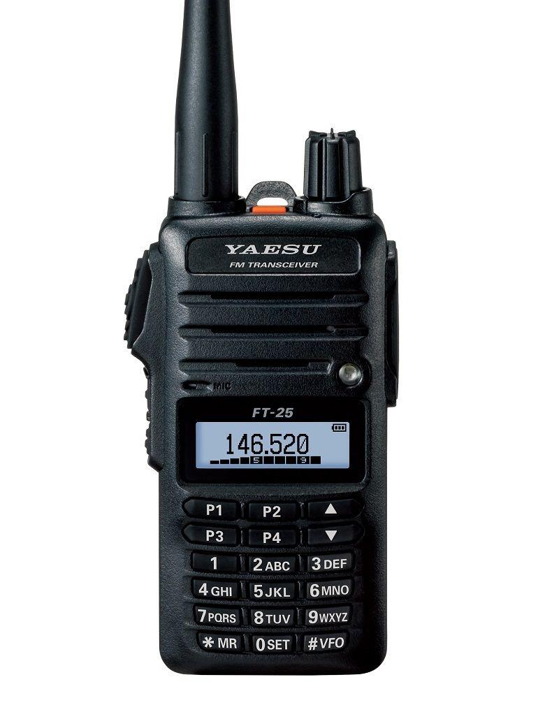 Радиостанция Yaesu FT-25Компактная портативная радиостанция Yaesu FT-25 станет достойным приобретением для тех, кто предпочитает надежность и качественный звук, а также ценит функциональность устройства и удобство в его использовании. Данная модель оснащена прочным корпусом, который соответствует стандарту защищенности Mil STD 810, а также изолирован от пыли и брызг, что позволит вести переговоры вблизи воды или даже во время дождя, не опасаясь поломки.<br><br>FT-25 имеет три предустановленные настройки выходной мощности, переключение между которыми даст пользователю возможность отрегулировать радиостанцию, уменьшив количество потребляемой устройством энергии. Литий-ионный аккумулятор емкостью 1950 мАч позволит активно использовать рацию в течение 9 часов. Но для тех, кому требуется больший запас батареи, предусмотрена возможность установить аккумулятор повышенной мощности, благодаря которому станет возможным оставаться на связи до 11,5 часов.<br><br>Рация имеет монохромный дисплей и клавиатуру на передней панели. Четыре клавиши, расположенные под экраном, являются программируемыми: каждой из них можно присвоить определенную функцию или канал, чтобы иметь к ним быстрый и комфортный доступ и активировать их в любой момент. Но на этом функциональные особенности Yaesu FT-25 не заканчиваются.<br><br>Вес кг: 0.30000000