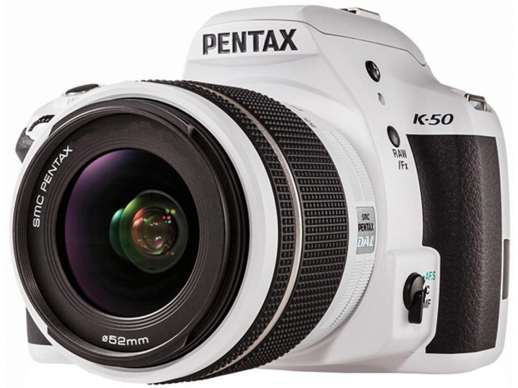 Фотоаппарат Pentax K-50 Kit 18-55 Радуга зеркальныйPentax K-50 Kit 18-55 любительская зеркальная фотокамера, поддержка сменных объективов с байонетом Pentax KA/KAF/KAF2, объектив в комплекте, матрица 16.5 мегапикселов (23.7 x 15.7 мм), съемка видео разрешением до 1920x1080, экран 3, вес камеры без объектива 648 г<br><br>Вес кг: 0.70000000