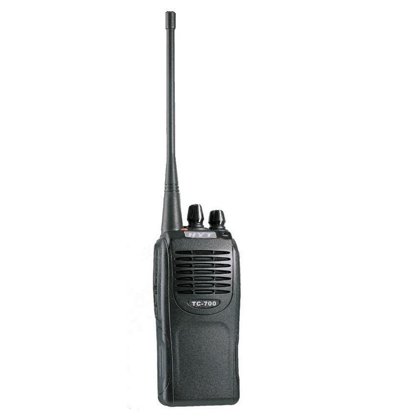 Радиостанция Hytera TC-700Идеально подходит для профессионалов высокого класса, которым требуются мощные, но удобные и экономичные средства связи. Радиостанции серии TC-700 созданы на базе новейших технологий и разработок компании HYT. Голосовой компандер HYT с улучшенной передачей звука и мощным динамиком 1 Вт позволяют четко и разборчиво передавать речь даже в очень шумных условиях. Благодаря обтекаемому эргономичному дизайну TC-700 удобно держать и носить, а малый вес позволяет их носить практически всегда и везде.<br><br>Вес кг: 0.40000000
