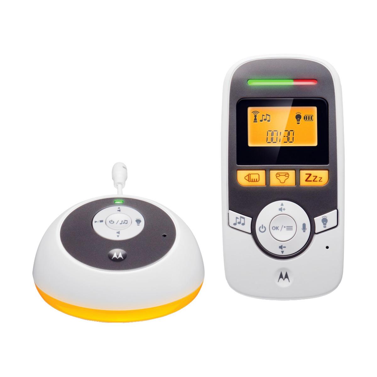 Радионяня Motorola MBP161 TIMERУстройство работает в режиме цифровой передачи информации DECT, который обеспечивает 100% защиту от помех. При работе радионяня не конфликтует с WiFi устройствами. Радиус действия - до 300 метров на открытом пространстве и до 50 метров в помещении. Родительский и детский блоки работают в двухстороннем режиме . Радионяня MBP161Timer благодаря функции VOX передает только звуки ребенка и не реагирует на посторонние шумы. Есть таймер смены подгузников. Есть встроенный датчик измерения температуры в комнате малыша. Предусмотрена сигнализация о входящем сигнале при минимально установленной громкости. Родительский блок с удобной подставкой. Родительский блок запитан от аккумулятора 400 мАч. Детский блок работает от сети.<br>