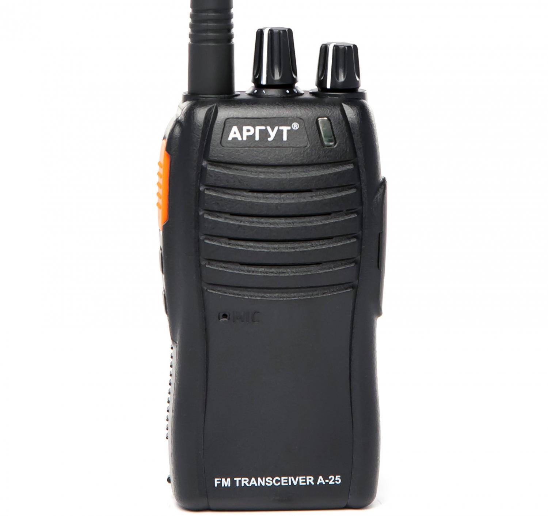 Радиостанция Аргут А-25 new портативнаяАналоговая радиостанция Аргут А-25 - это отличный выбор для активного отдыха и спорта. Эта модель работает в двух безлицензионных диапазонах. Она функциональна и энергономича, но при этом у рации имется легкосъёмный Li-POL аккумулятор (выполнен в формате магазина автомата), с существенно увеличенной ёмкостью, которая позволяет работать без подзарядки более 5 дней. Прекрасно подойдёт для мероприятий на открытом воздухе, в лесу, для занятий спортом, охоты, рыбалки и охраны небольших помещений.<br><br>Вес кг: 0.20000000