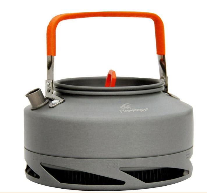 Чайник 0,8л Fire-Maple Feast XT1 с теплообменникомFEAST ХТ1 - это незаменимая вещь в походе, особенно когда хочется быстро приготовить горячий чай или кофе. Встроенная теплообменная система комбинирована с ветрозащитным экраном, тем самым энергоэффективность увеличивается на 30%, а время закипания воды сокращается на 30%. Контролируемая температура внутри теплообменной системы, очень быстро нагревает воду и вы можете наслаждаться горячим чаем в любое время и в любом месте. Ручка чайника и ручка крышки имеет термоизолирующие элементы для сохранения вашей безопасности от ожогов. Все соединения чайника и теплообменной системы приварены по технологии фланцевого соединения. Размер чайника Ф153х86 мм, объем 0,8 л, вес 242 г, материал, анодированный алюминий. Поставляется с сетчатым нейлоновым мешочком для транспортировки и хранения.<br><br>Вес кг: 0.30000000