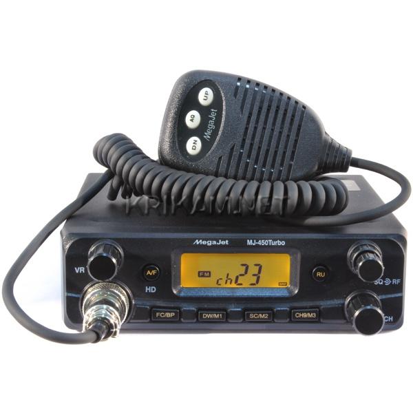 Радиостанция Megajet MJ-450 Turbo автомобильнаяАвтомобильная Си-Би радиостанция MegaJet MJ-450 Turbo - выполнена на базе своей предшественницы MJ-450, но имеет повышенную выходную мощность до 20 Ватт! В ней сохранилось всё тоже привычное интуитивно понятное управление, широкая полоса рабочих частот - от 25,615 до 28,305 МГц.<br>В рации установлен специальный регулятор чувствительности приёмника, организована удобная функция переключения режимов нулей и пятёрок одной кнопкой RU, доступно сохранение трёх энергонезависимых каналов памяти для быстрого доступа к ним. Режим HD добавляет дополнительные 5 каналов к каждой сетке, то есть становятся доступны так называемые дырки.<br>Рация Megajet MJ-450 Turbo обеспечивает громкий, четкий звук благодаря динамику мощностью 3 Вт.<br>