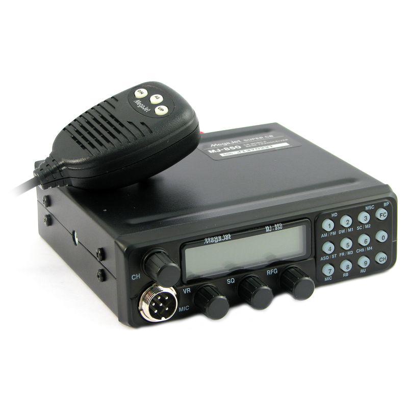 Радиостанция Megajet MJ-850 автомобильнаяАвтомобильная радиостанция Megajet MJ-850 предназначена для работы в Си-Би (27 МГц) диапазоне. Максимальная выходная мощность радиостанции 15 Вт. В радиостанции доступны 320 каналов памяти ( 8 частотных сеток ). Память радиостанции энергонезависима. Возможна установка 4-х каналов памяти для быстрого вызова. Особенностью всей новой линейки Megajet, и в частности MJ-850 - наличие Автоматического шумоподавителя (ASQ) и отдельная кнопка для переключения между Российской ( 0 ) и Европейской (5) сетками. Функционал радиостанции Megajet 850, включает: Открытие дырок (45 каналов в сетке) - HD, возможность отслеживания двух каналов, уменьшение чувствительности приемника, звук нажатия клавиш, звук окончания передачи (Roger Beep), S-метр.<br>