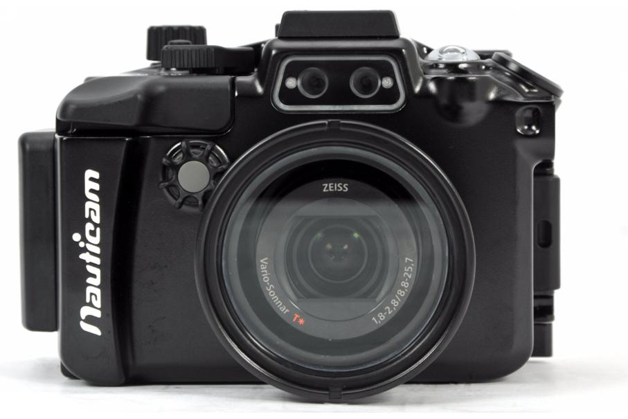 Nauticam Подводный бокс для Sony RX100 IVКомпания Nauticam анонсирует новый алюминиевый подводный бокс для камеры Sony RX100 VI. Бокс NA-RX100 VI унаследовал многое от своих популярных предшественников NA-RX100, NA-RX100 II, NA-RX100 III, но также в него добавлены новые инновационные функции, которые не были доступны ранее в этой линейке компактных боксов.<br><br>Надежный, легкий в использовании замок бокса<br>Эргономичные органы управления, дифференцированные по цветам, форме и размерам<br>Реализованы все функции управления камерой<br>Все элементы управления маркированы на корпусе бокса<br>Рычаг поднятия/опускания вспышки<br>2 разъема для оптических кабелей<br>Интегрированный детектор протечки и опциональная система вакуумного тестирования<br>Установочное место на корпусе бокса для крепления шарового адаптера с резьбой М10<br>Крепление типа «холодный башмак»<br>Встроенный порт с резьбой М67<br>Резьбовое отверстие ?UNC20 в основании бокса для крепления штатива или платформы с рукоятками<br>Чувствительный рычаг спуска затвора<br>Отверстие с резьбой М16 для разъема HDMI<br>Отверстие с резьбой М14 для вакуумного клапана<br><br>Вес кг: 0.90000000