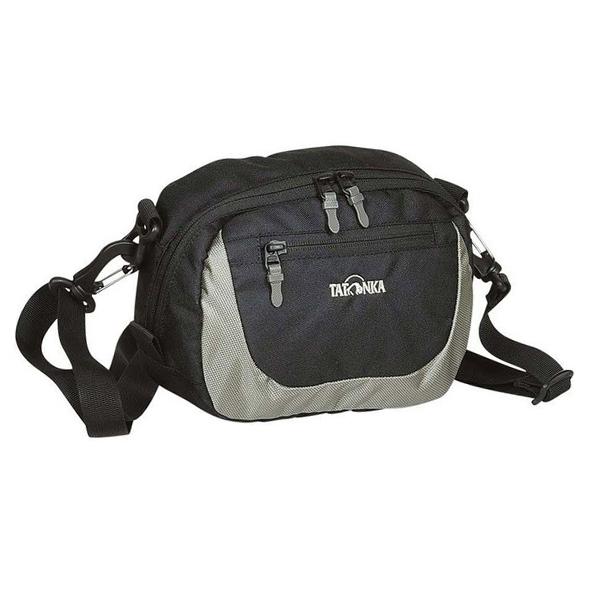 Сумочка Tatonka Travel Pouch blackПлечевая сумка Tatonka Travel Pouch может также носиться, как сумочка на пояс.<br><br>Основное отделение с держателем для ключей<br>Передний карман на молнии<br>Петли для крепления к рюкзаку или поясу<br>Съемный, регулируемый по длине плечевой ремень<br>