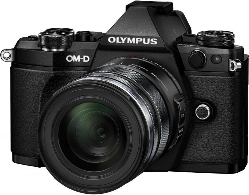 Фотоаппарат со сменной оптикой Olympus OM-D E-M5 Mark II Kit 12-40 mm F/2.8 BlackSilverЛучший в мире стабилизатор изображения идеально подходит для съемки четких фотографий и видеороликов при недостаточном освещении и без штатива. Вперед, назад, вправо, влево...куда бы не двигалась камера, встроенный 5-осевой стабилизатор предотвратит появление размытий. Он даже позволит получать четкую картинку в видоискателе для точного кадрирования.<br><br>Уникальная технология OLYMPUS, позволяющая вам задать камере произвести серию снимков с небольшим смещением точки фокусировки, чтобы вы могли тонко управлять фокусировкой и получить великолепные макроснимки и крупные планы.<br><br>Новая функция синхронизации звука автоматически синхронизирует звук со встроенного микрофона камеры со звуком, записанным на диктофон OLYMPUS LS-100 для обеспечения идеального звучания всех ваших видеозаписей.<br><br>LCD-дисплей можно повернуть под любым углом, и вы сможете снимать невероятные видео. Управляйте микрофоном и таймером с дисплея или воспользуйтесь цифровым уровнем.<br><br>Чем выше разрешение, тем лучше отображаются мелкие детали. Поэтому камера E-M5 Mark II поддерживает разрешение снимков до 40 Мп. Сделайте 9 последовательных снимков и объедините их в один. Этот способ идеален для фотографирования предметов искусства, пейзажей и многого другого!<br><br>олный контроль над съемкой: управляйте камерой удаленно и без проводов с помощью смартфона. Благодаря поддержке Wi-Fi камерой E-M5 Mark II, вы можете выставить светосилу, скорость затвора и иные настройки без необходимости прикасаться к камере. Используйте приложение OLYMPUS Image Share для телефона и мгновенно загружайте фото в социальные сети.<br><br>Откройте для себя компактную систему объективов, которая подарит вам свободу: система OLYMPUS Микро 4/3, которая насчитывает более 40 объективов. Многие из них защищены от пыли, брызг и низких температур. Великолепное начало вашей художественной истории, от макро и широкоугольных фотографий 