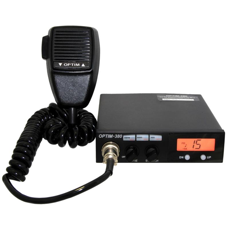 Радиостанция Optim 380 автомобильнаяАвтомобильная радиостанция Optim-380 отличается простым управлением, широкой сеткой частот, надёжностью и классической оптимальной выходной мощностью - до 10 Ватт в модуляции FM. Современная элементная база делает новую Optim 380 надёжным коммуникационным инструментом на каждый день. Панель управления оснащена жидкокристаллическим дисплеем для индикации рабочего канала и используемых функций. В радиостанции присутствует автоматический шумоподавитель ASQ, переключение режимов Россия-Европа, выбор сетки используемых частот, функция Mute, позволяющая быстро отключить динамик, например, если Вы разговариваете по мобильному телефону. На тангенте Optim-380, помимо клавиши PTT, предусмотрены кнопки переключения каналов - вверх и вниз. В рации Optim 380 предусмотрены два режима выходной мощности - высокий и низкий, благодаря которым вы сможете легко адаптировать дальность передачи к необходимым в данный момент условиям. Быстрое переключение AM/FM позволить оперативно переходить с общероссийских каналов автомобилистов на каналы городских диспетчерских автомобильных служб и радиолюбительских частот.<br>